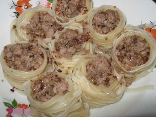Гнезда с фаршем рецепт с фото сковороде